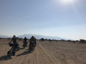 Na zimu se do Ománu stahuje opravdu hodně dálkových cykloturistů.