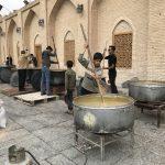 Hromadné vaření a následné jezení v íránském městě Yazd.